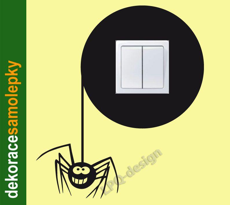 samolepka na zeď kolem vypínače pavouk